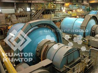 Участок дробления руды на фабрике. Шаровые мельницы