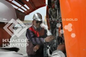 Работа механика на Кумтор Оперейтинг Компани заключатеся не только в проверке технического состояния автомобиля перед выездом в рейс