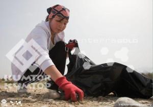школьники очистили побережье от мусора и высадили в горах хвойные деревья