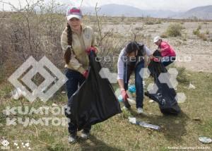 Мусор школьники собирали по общепринятой во всем цивилизованном мире системе, то есть сортировали отходы разных видов по отдельным мешкам.