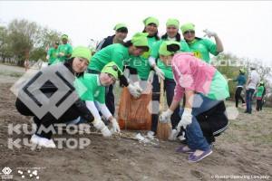 Молодежь города Балыкчи очистила прибрежную зону от мусора