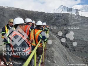 Гостей конференции очень заинтересовал опыт «Кумтора», и они получили возможность, как и многие другие частые гости рудника, своими глазами увидеть процесс добычи золота.