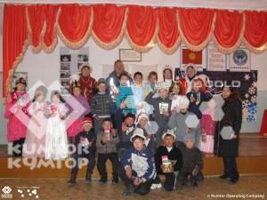 Представители рудника поздравили воспитанников детского приюта «Хадича» в Каджи-Сае
