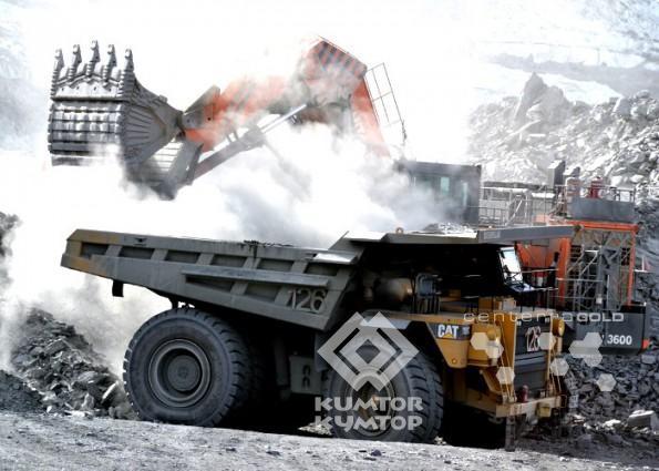 С момента запуска производства доля «Кумтора» в общем объеме промышленного производства страны составляет от 15 до 26 процентов и обеспечивает от 2,5 до 11,7 процента ВВП Кыргызстана. Золото, добываемое на ««Кумторе», занимает более трети в национальном экспорте товаров и услуг. Всего за период работы компании с 1994 по 2012 годы выплаты на территории Кыргызстана по проекту «Кумторзолото» достигли 2 миллиарда 150 миллионов долларов США. По данным Национального статистического комитета Кыргызстана, доля «Кумтора» в ВВП страны в 2011 году составила — 11,7 процента, в общем объеме промышленного производства — 26,1 процента, в общем объеме экспорта — 51,1 процента.