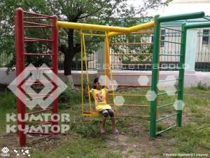 Компания «Кумтор» выделила средства на обустройство детской площадки