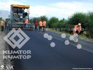 """""""Кумтор"""" выделил первые $2 млн на дорогу вдоль южного берега Иссык-Куля"""