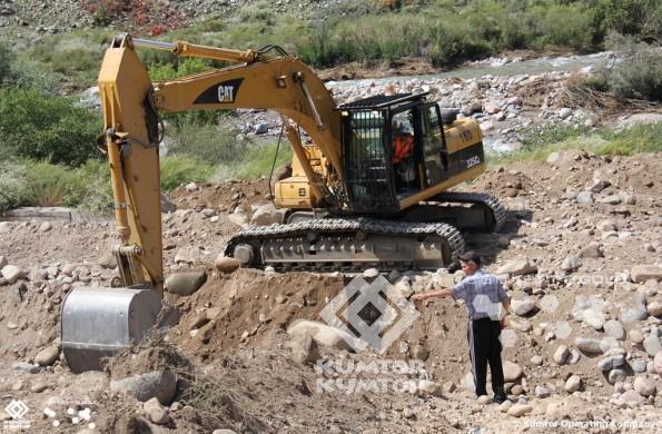 Компания «Кумтор» оказывает помощь Тонскому и Джеты-Огузскому районам, пострадавшим от селевых потоков