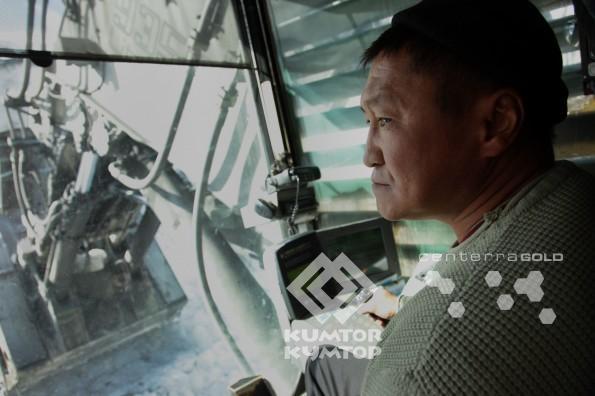 Женишбек Кененбаев, оператор экскаватора
